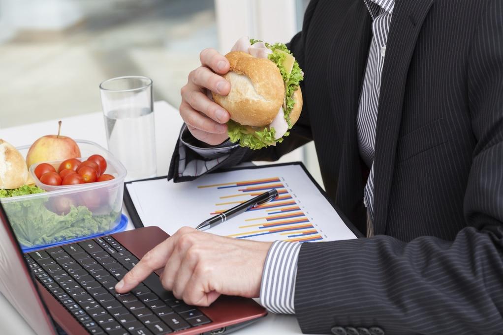Bien manger au travail pour être plus productif