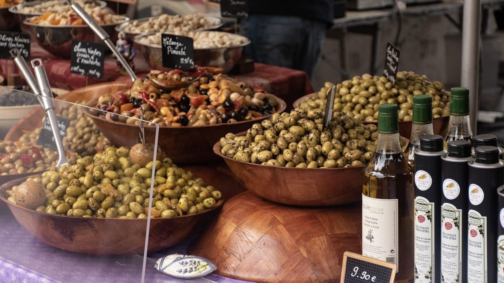 Se rendre dans un moulin pour acheter de l'huile d'olive